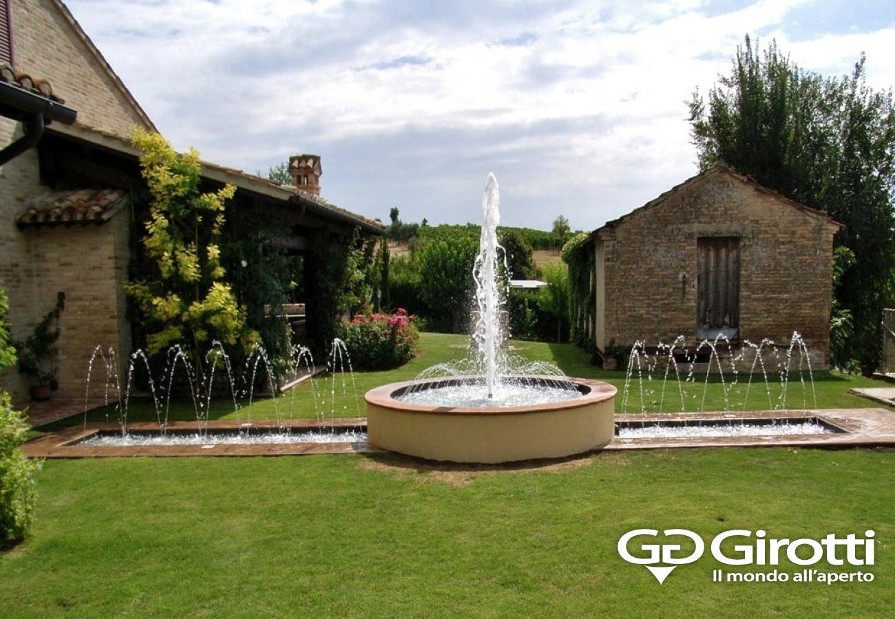 Fontane da terra per giardino bel design moderno giardino interno - Laghetti da giardino ...