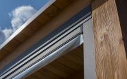 dettaglio struttura in legno con chiusura ermetica