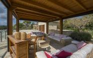 struttura in legno su terrazzo panoramico